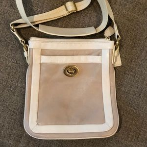 Coach Cricket crossbody in Tan and cream
